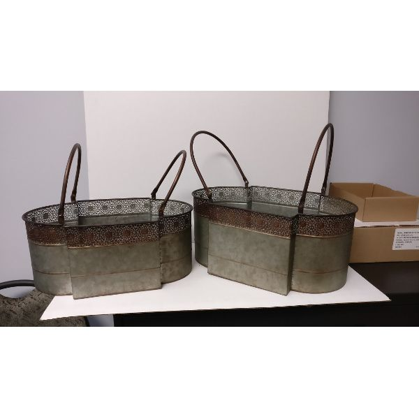 M6050-  PLANTER OVAL S/2 GAL. METAL W/LACE TRIM CS/6 SETS